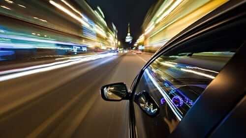 การขับรถแซง และการขับผ่านทางจราจร รวมถึงวงเวียนที่ถูกต้อง