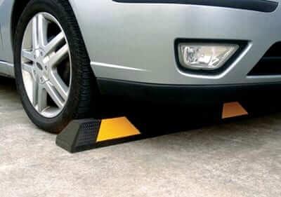 มารู้จักกับยางกั้นล้อรถ (rubber wheel stop)